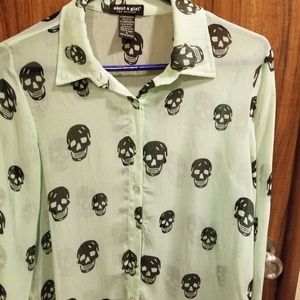 THIN GREEN BLOUSE WITH BLACK SKULLS